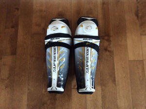 Total one Bauer shin pads