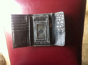 Guess Wallet with lots of space! Like New!