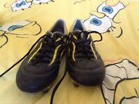 Size 6 Arrow rugby boots