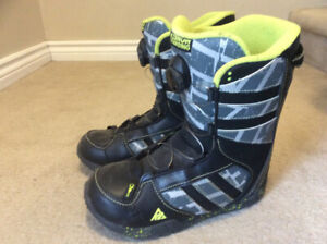 Youth size 6 snow board boots