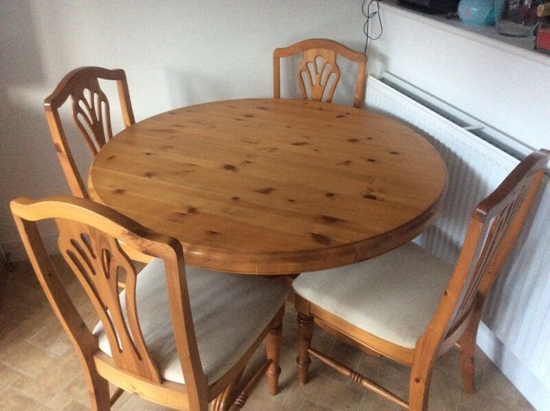 Ducal Pine Round Extending Dining Table 4 Chairs