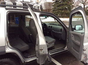 2006 JEEP LIBERTY 4X4 - TURBO DIESEL CRD - SUPER RARE! West Island Greater Montréal image 11