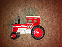 Vintage Collectable 1973 Massey Ferguson 1105 Toy Tractor