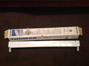 Thomas Fluorescent Strip Light  NEW MADE IN CANADA 20 WATTS