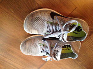 New NIKE running shoes for women size 6