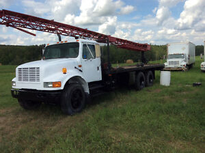 International Tandem Axel Crane/boom truck-LOW KILOMETRES!