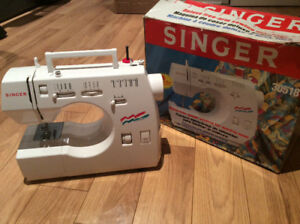 Sewing machine a coudre Singer model 30518