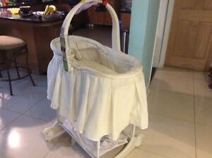 Baby bassinet with music and light in good condition