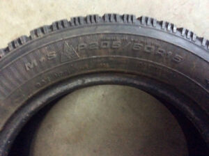 1 pneu d'hiver (winter tire) goodyear nordic 205/60R15