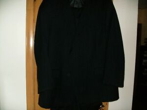 BRAND NEW MANS 100 % WOOL SUIT, NEVER WORN