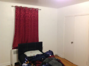 Furnished big room in 4 1/2 appartment in cote des neiges