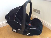 Recaro Young Profi Plus infant car seat and Isofix Base in Black