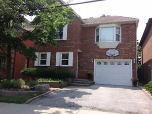 Luxury House for Rent in Mississauga's Prime Location - Near Sq1