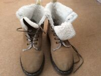 Dr Marten super soft leather fur lined boots size 6 £40 fixed price, cost £160