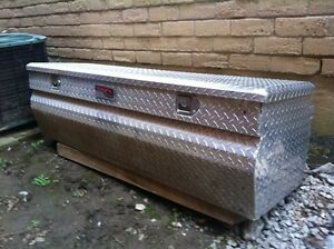 Truck bed tool chest