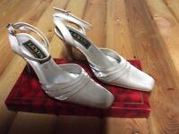 Ivory wedding shoes. Size 3