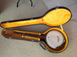 5 String Banjo and case