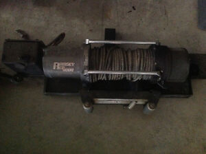 Ramsey 8000 winch with hitch mount