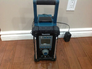 Makita Jobsite Radio ( no battery )