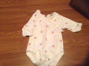 0-3 month girl clothes sleepers/ outfits London Ontario image 4