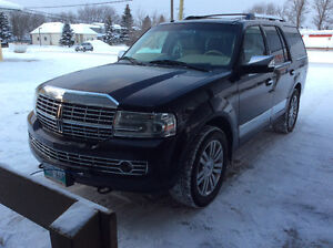 2007 Lincoln Navigator SUV, Crossover  (PRICE REDUCED)