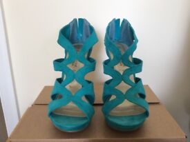 SOFT-FEEL TEAL SHOES