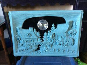 Horloge et sculpture authentique / Framed sculpture w: clock