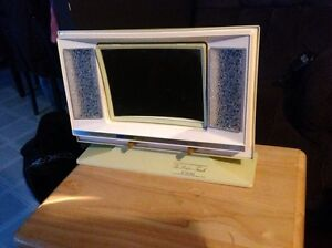 Vintage makeup mirror with various lights