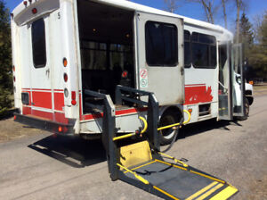 2008 Chev C-4500 Bus with Wheelchair Lift