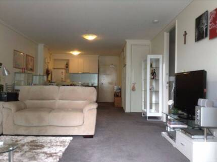 Large Room for Rent in Southbank