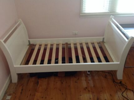 Bed single sleigh bed Newport Pittwater Area Preview
