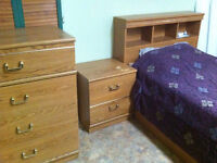 FULL BEDROOM SET (TWIN)/ CHAMBRE A COUCHER COMPLETE (JUMEAU)