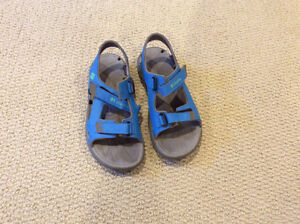 Size 4 Boys Blue Columbia Sandals