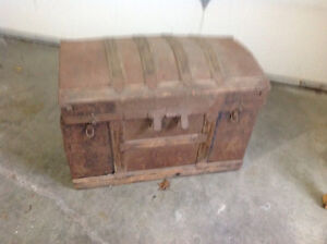 Old Chest Cornwall Ontario image 1