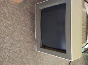 "13"" Packard Bell CRT colour monitor"