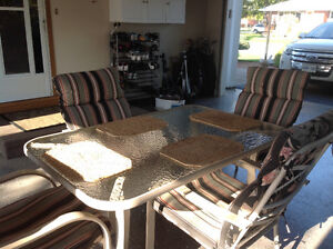 Great condition patio set. Includes cushions like new.