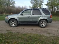 2006 Ford Escape SUV, Crossover  4x4 LOW KMS