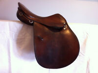 Courbette Close Contact Jumping Saddle