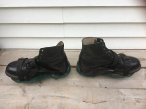 LAWN AEREATION BOOTS