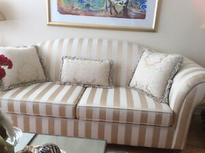 Beautiful Couch in Excellent Condition like new West Island Greater Montréal image 1