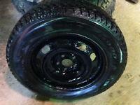 4 pneus avec jantes 195/65r15 UNIROYAL avec clous golf 2002