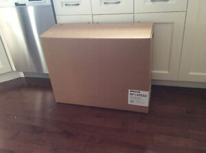 BRAND NEW IN BOX ** BROAN RANGE HOOD ** NEW LOW PRICE !!