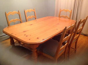 solid heavy pine dining table with 6 chairs