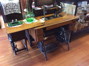 Antique 1915 Singer Sewing Machine with Cabinet EX+