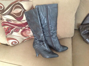 Size 7.5 grey dress boots