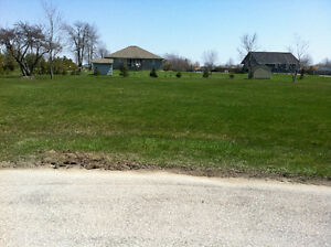 Level lot for sale in Lake Huron subdivision (St. Joseph)