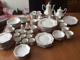 Johnson brothers Madison dinner service 66 pieces