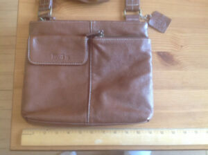 ROOTS BRAND LEATHER PURSE WITH ADJUSTABLE STRAP