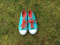 Girls size 5.5 converse shoes - VGC