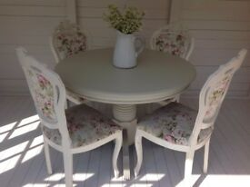 STUNNING TABLE & CHAIRS £450